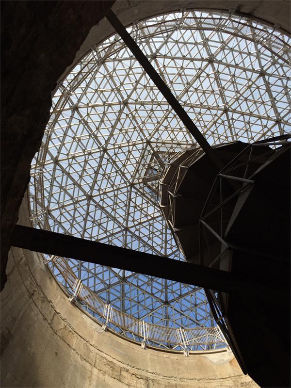 砲塔をおおうガラスドーム