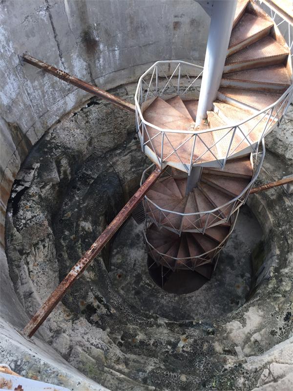 砲塔内部を見下ろす