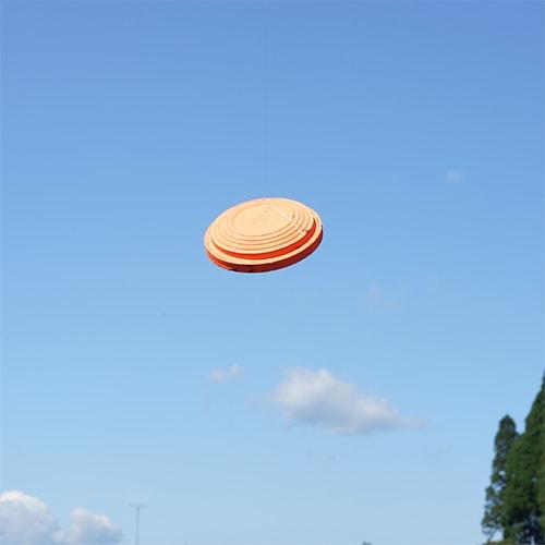 晴れた空を背景にクリアレンズでクレーを見たとき