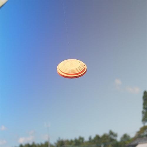 晴れた空を背景にスモークレンズでクレーを見たとき