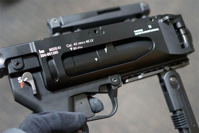 東京マルイ M320A1 ガスグレネードランチャーの側面