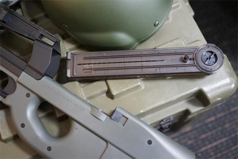 FN PS90HCのマガジンを外した状態