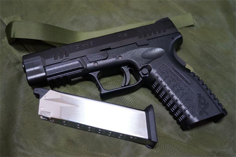 XDM-40とマガジン